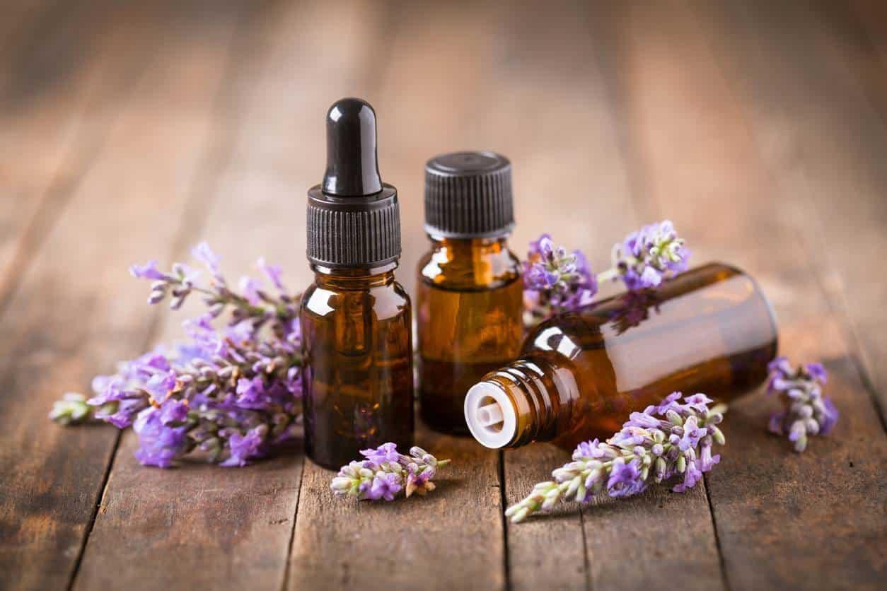 huiles essentielles soins holistiques