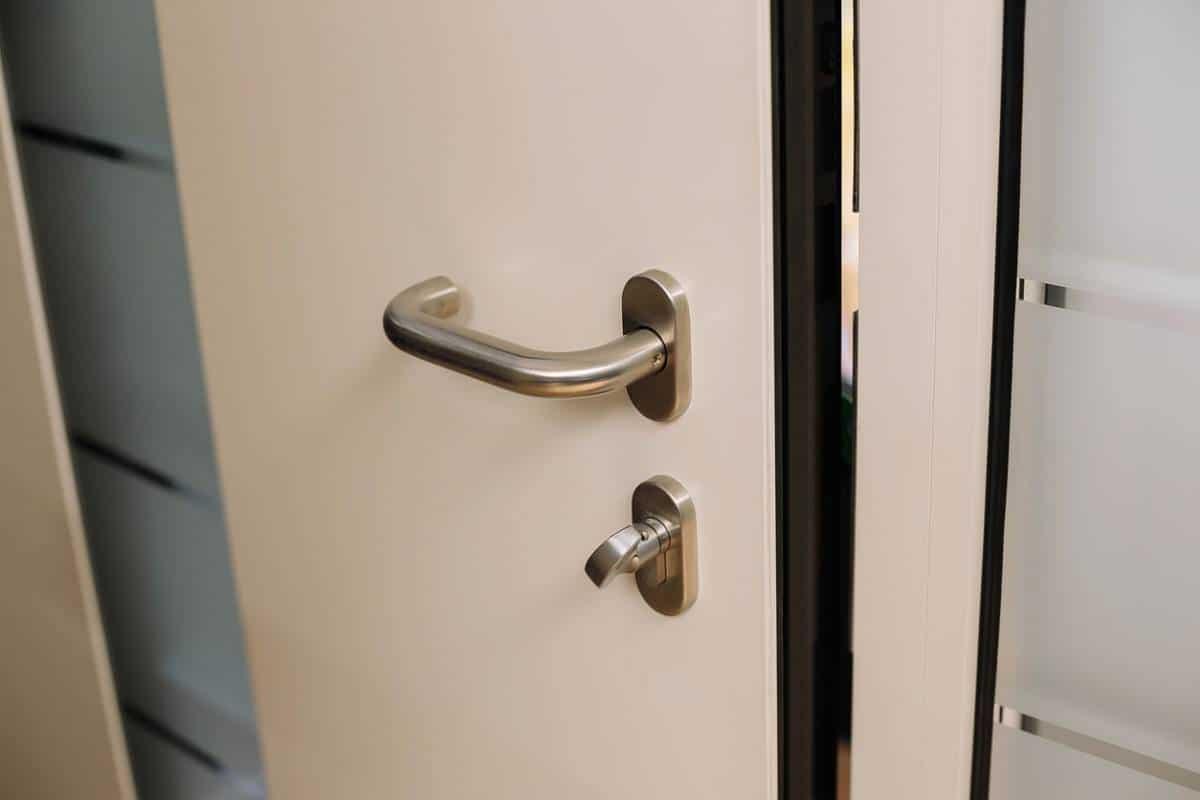 Cambriolage : comment et pourquoi renforcer sa porte d'entrée ?