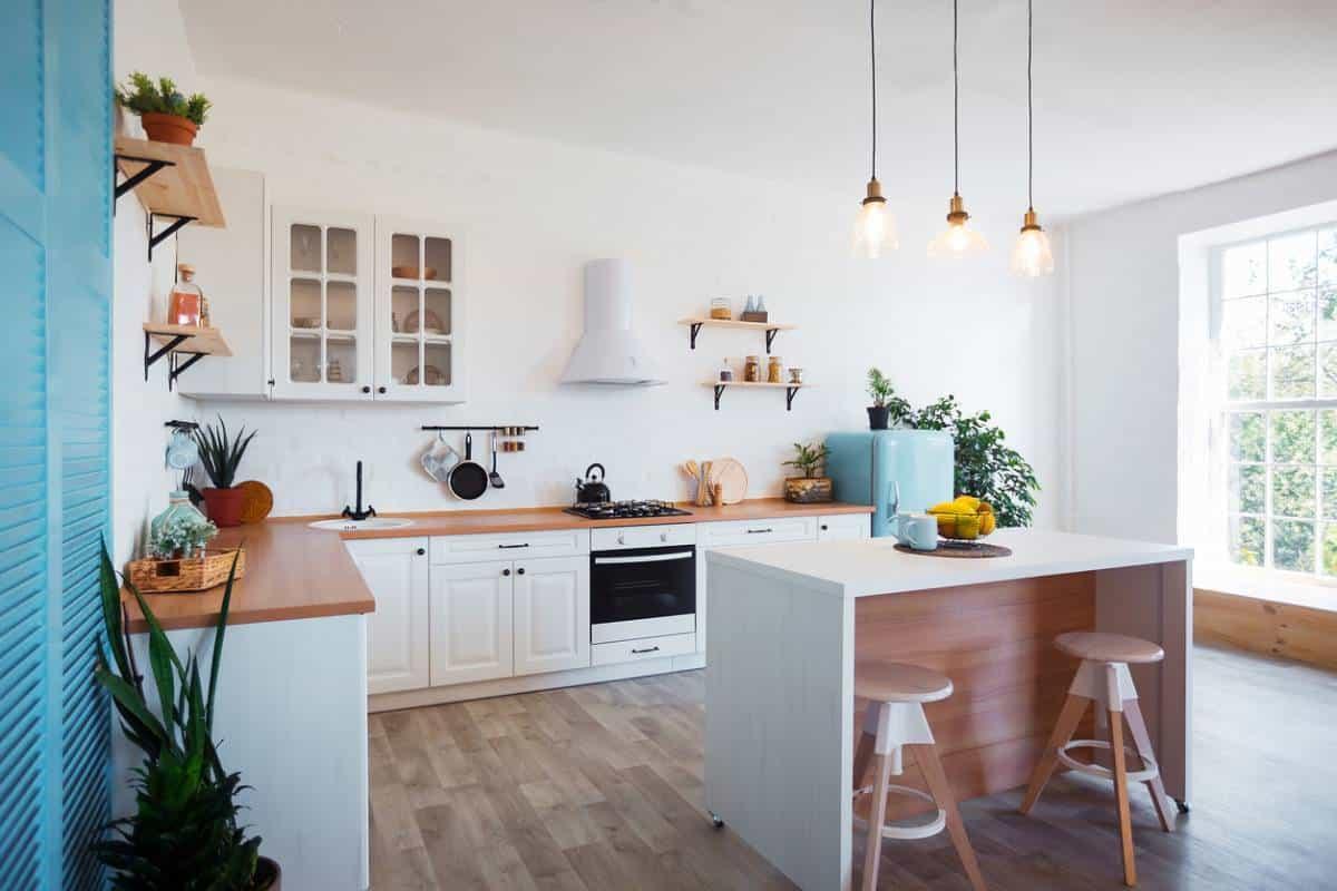 Comment ajouter de la couleur dans une cuisine moderne ?