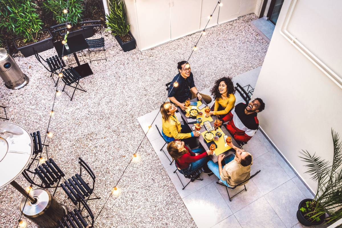 Comment préparer une soirée apéro entre amis facilement ?